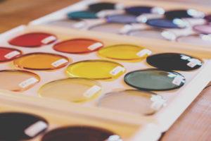 発達する眼鏡イノチグラス カラーレンズ